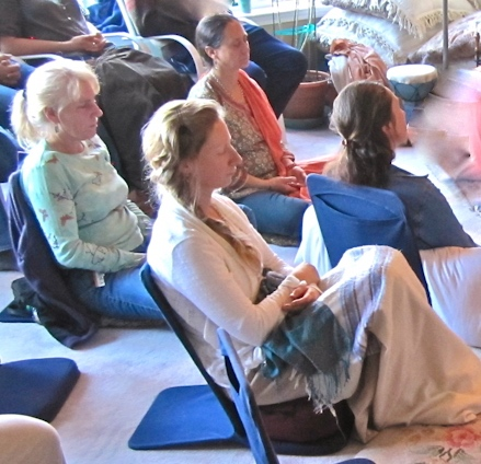 How to meditate - women in Los Angeles workshop